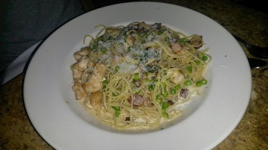 The Cheesecake Factory: Pasta carbonara with chicken