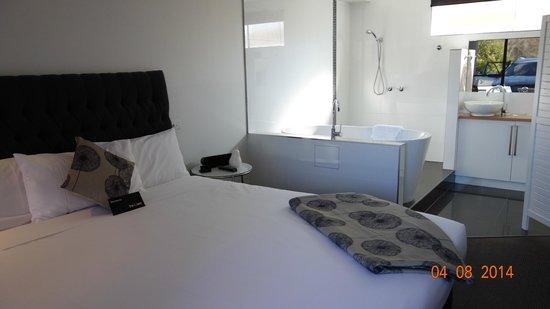 Tower Motel: Room