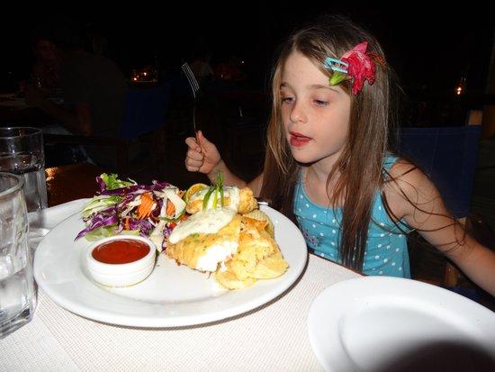 Nanuya Island Resort: Jessica helping light the lamps