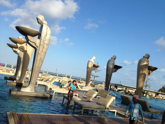 Mulia Resort: main beach pool