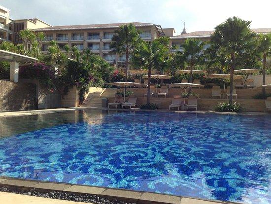 Mulia Resort: couryard pool