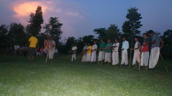 Eco Wildlife Lodge: Tribe group Tharu Dance