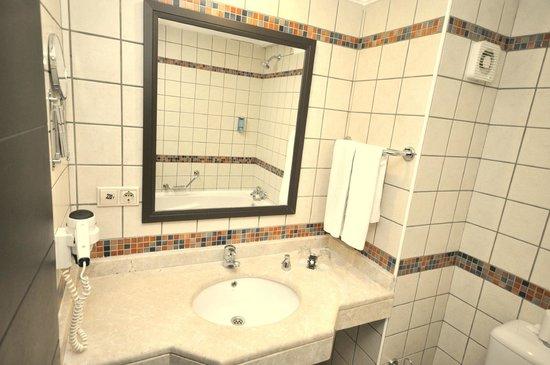 Camyuva Beach Hotel : Standart Room Bathroom