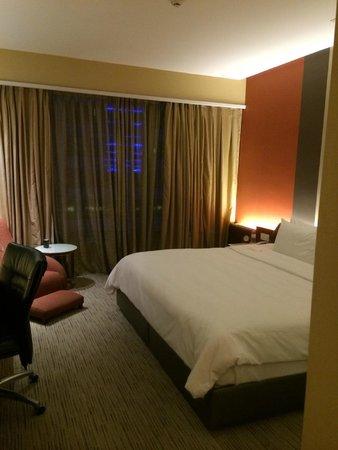 Traders Hotel, Kuala Lumpur : ベッドは広くて寝心地はよかったです