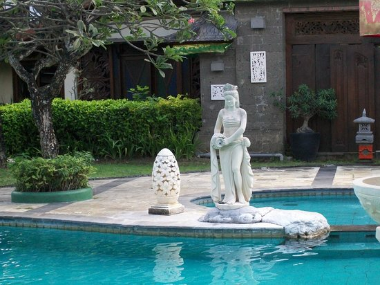 ANANDA RESORT: Lovely statue one of the water maidens around pool