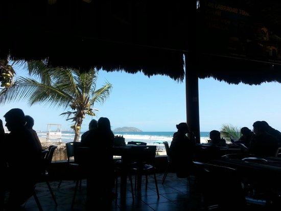 Mr. Lionso Playa Bruja: Otra del restaurante y la vista