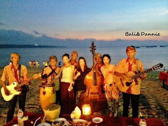 Romantic Dinner in Jimbaran Bay: our live band