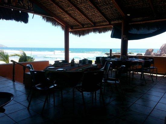 Mr. Lionso Playa Bruja: Algo del restaurante y la vista