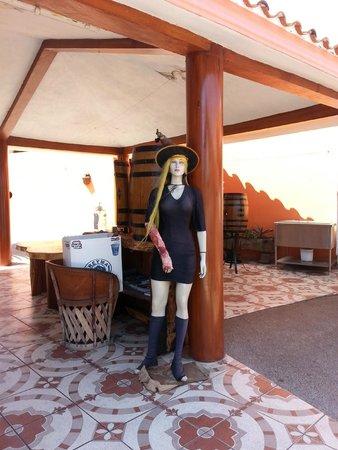 Mr. Lionso Playa Bruja: Las 'brujas' del restaurante.