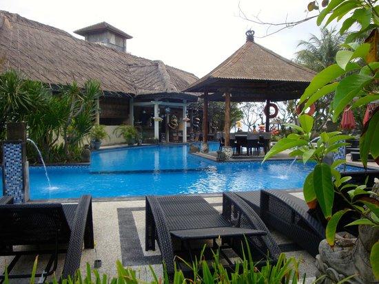 Bayshore Villas Candi Dasa: Main pool; dining area behind