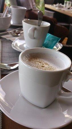 Cape Dara Resort: ็Hot cappuccino from Nescafe auto coffee machine