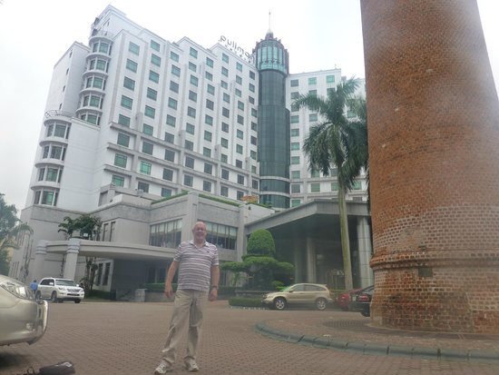 Pullman Hanoi: The writer in the front of the hotel