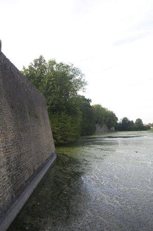 Menin Gate Memorial: Wall on the opposite side of the gate.