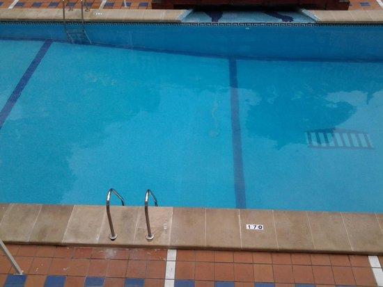 Globales Palmanova Palace: spotless pool, but small