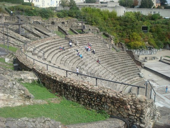Théâtres Romains de Fourvière : Амфитеатр Фурвьер /Théâtre antique de Fourvière