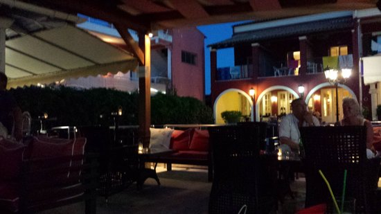 Hotel Omiros: Chiosco-bar adiacente piscina