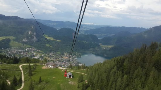 Zwolferhorn Cable Car: Down she goes....
