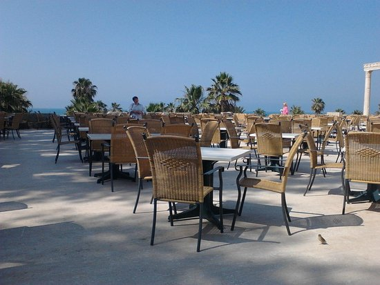 Cesars Resort Side: терраса ресторана