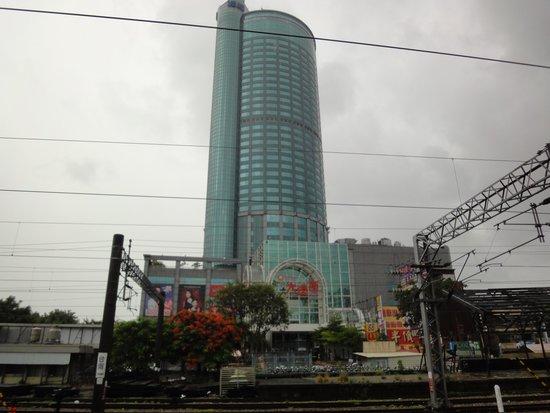Shangri-La's Far Eastern Plaza Hotel Tainan : 近くで見ると緑色をしていました