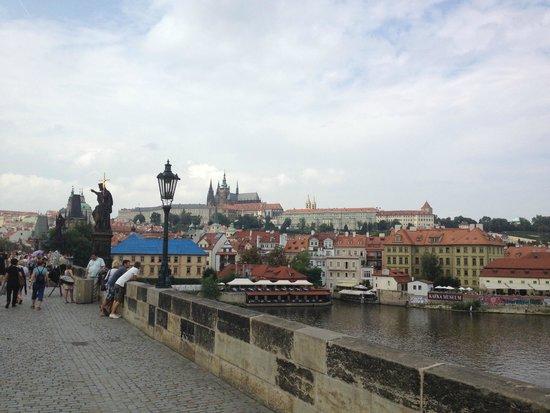 Pont Charles : the bridge overlooking the Prague castle