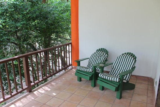 Robert's Grove Beach Resort: Room Deck with Chairs