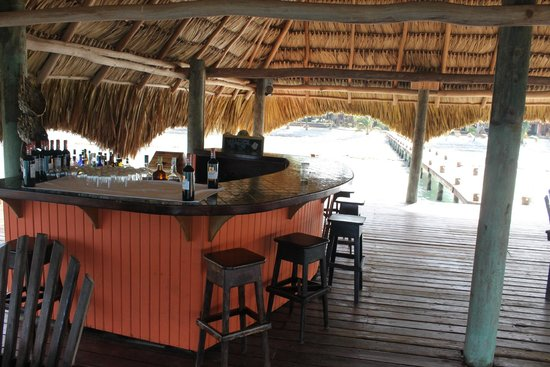 Robert's Grove Beach Resort : Bar on the Dock