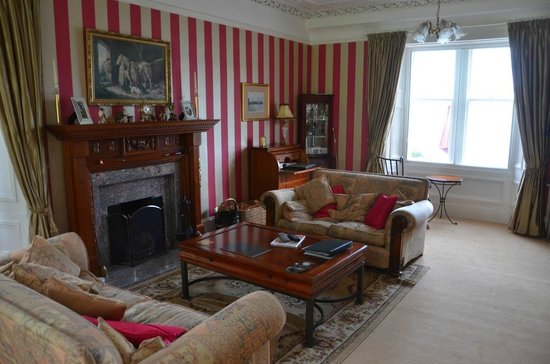 Thistle House Guest House: The lounge