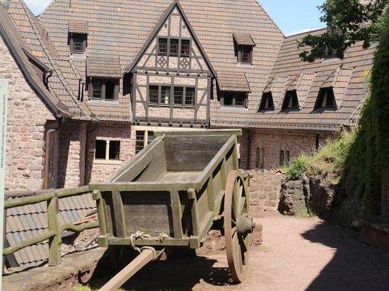 Wartburg Castle: d