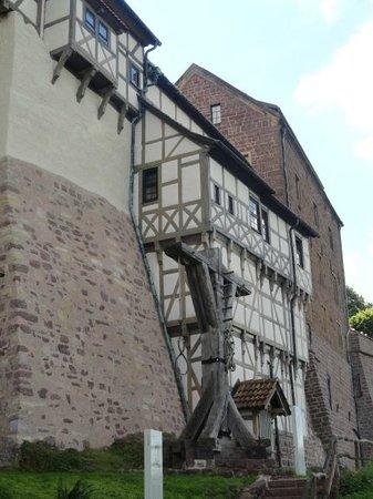 Wartburg Castle: q