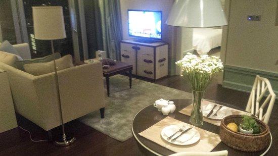 Oriental Residence Bangkok : 1 Bedroom Balcony Corner Room