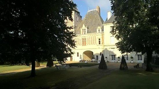 Château des Réaux: 門正面から