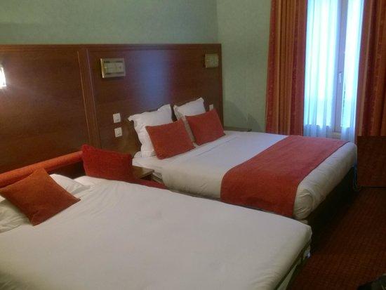 Hotel Terminus Lyon: Family room (2 Adult + 1 Child)