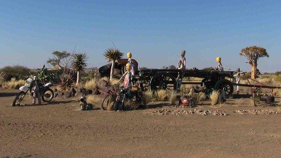 Keetmanshoop, Namibia: Kunst beim Garas Camp