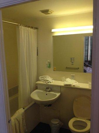 Gardens Hotel : Bathroom of single bedroom 217