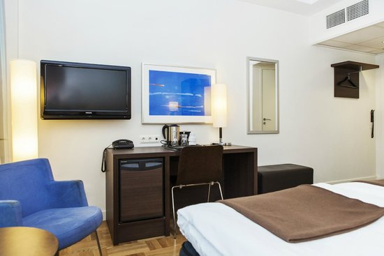 Elite Hotel Marina Plaza : Hotel room