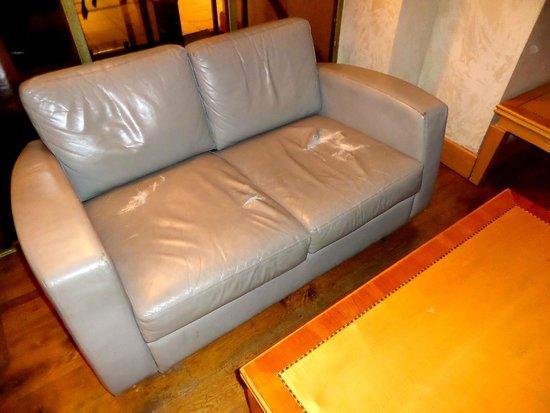 Norfolk Plaza Hotel: divano bar