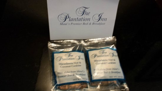 The Plantation Inn : A treat left on the night stand - yummy!