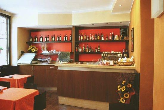 Hotel Delizia: Бар