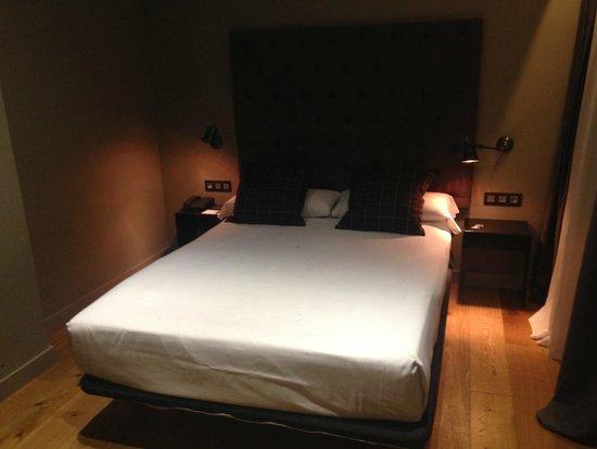 Hotel Zenit Abeba : Una cama amplia y cómoda.