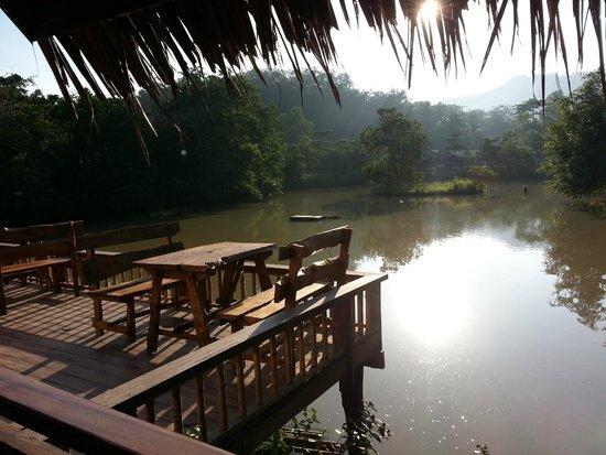 Ban Sainai Resort: レストラン