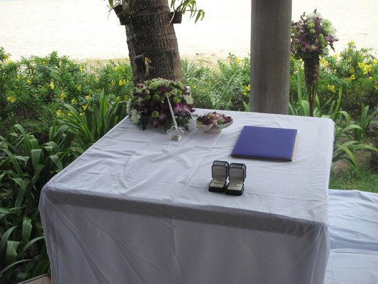 Shiva Samui: Ceremony table of our wedding at the sala of the beach front villa.