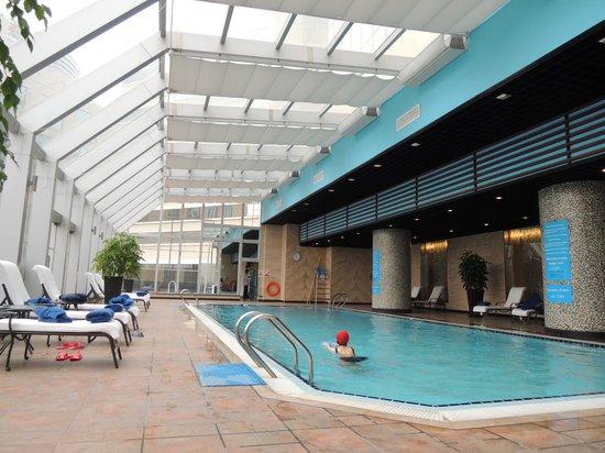 Swissotel Beijing Hong Kong Macau Center : 室内プール