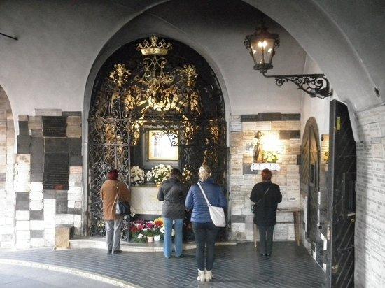 Steinernes Tor (Kamenita Vrata): お祈り風景