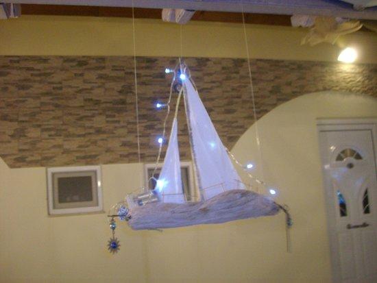 Popis Garden Restaurant: Lighted boat decor