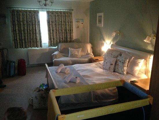 Downsfield: Spacious room for three