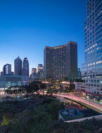 Makati Shangri-La Manila : Makati Shangri-La hotel exterior