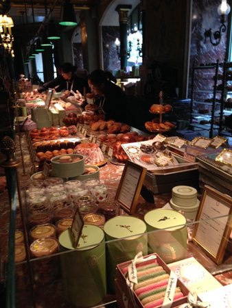 Laduree : counter from the line