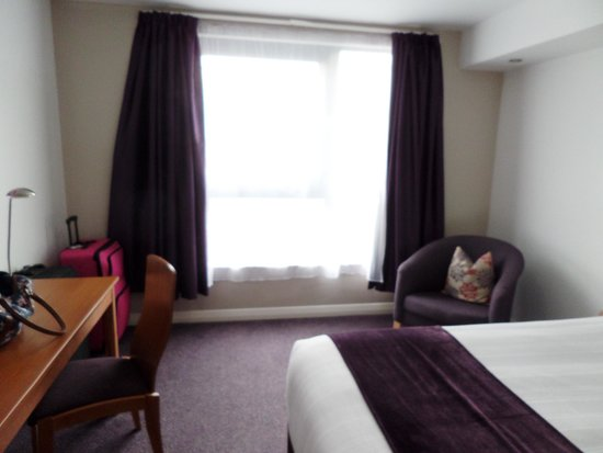 Premier Inn London Gatwick Airport (Manor Royal) Hotel: Hotel room