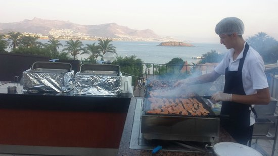 Yasmin Resort Bodrum: the bbq by the main restaurant is fantastic!