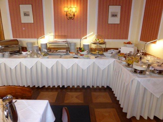 ACHAT Plaza Zum Hirschen: Breakfast Buffet